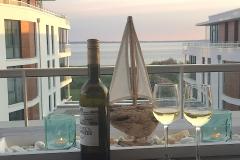001-Dachterrasse-mit-Meerblick-am-Abend