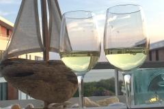 0006-Wein-auf-der-Dachterrasse-Nahaufnahme