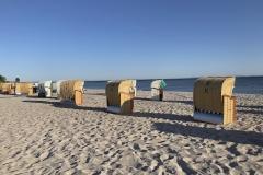 Pelzerhaken-strandkörbe-sonne